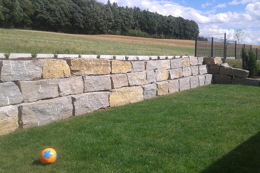 Steinmauer für den Garten